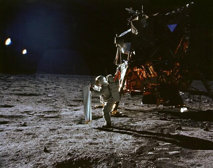 Trabajando en la superficie lunar